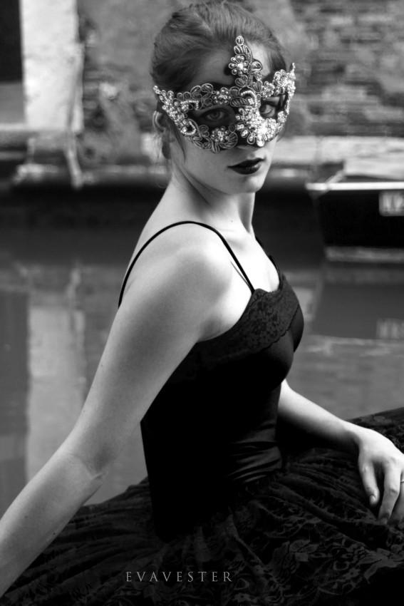 the-black-swan-2.jpg
